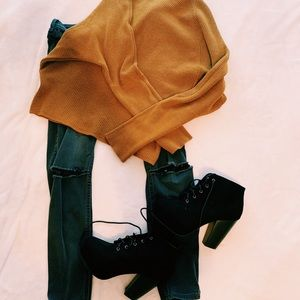 black lace up boots ✰